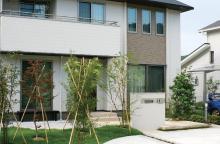 塗り壁門柱と石貼りアプローチで「シンプル+ナチュラル」 高知市 N様邸