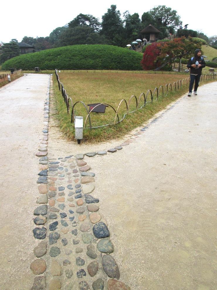 岡山 後楽園 園路 溝