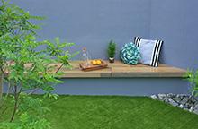 コーナーベンチのあるお庭